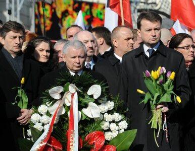"""""""Rządzący chcą zabić prawdę o Smoleńsku"""". PiS pod Pałacem"""
