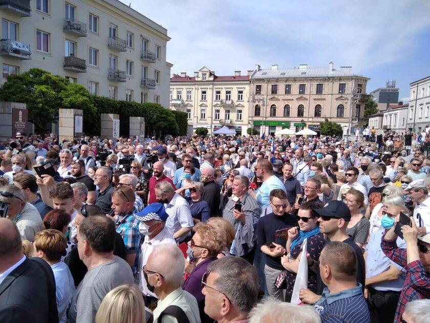 Zdjęcie z wiecu Rafała Trzaskowskiego w Kielcach