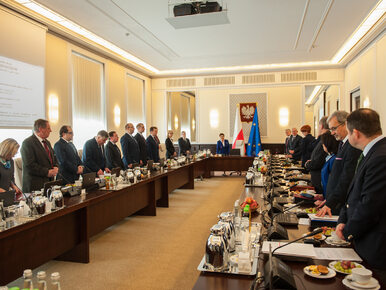 Posłowie PO ujawniają: Milion złotych premii dla członków rządu w 2016 r.