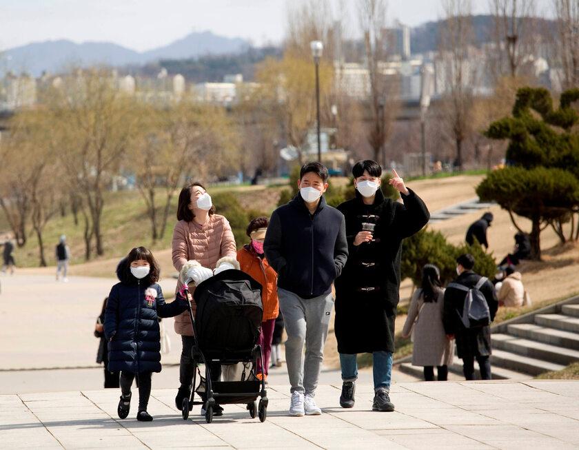 Spacerowicze w Seulu (15 marca)