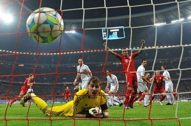 Casillas musiał tego wieczora wyjmowac piłkę z siatki (fot. EPA/ANDREAS GEBERT/PAP)