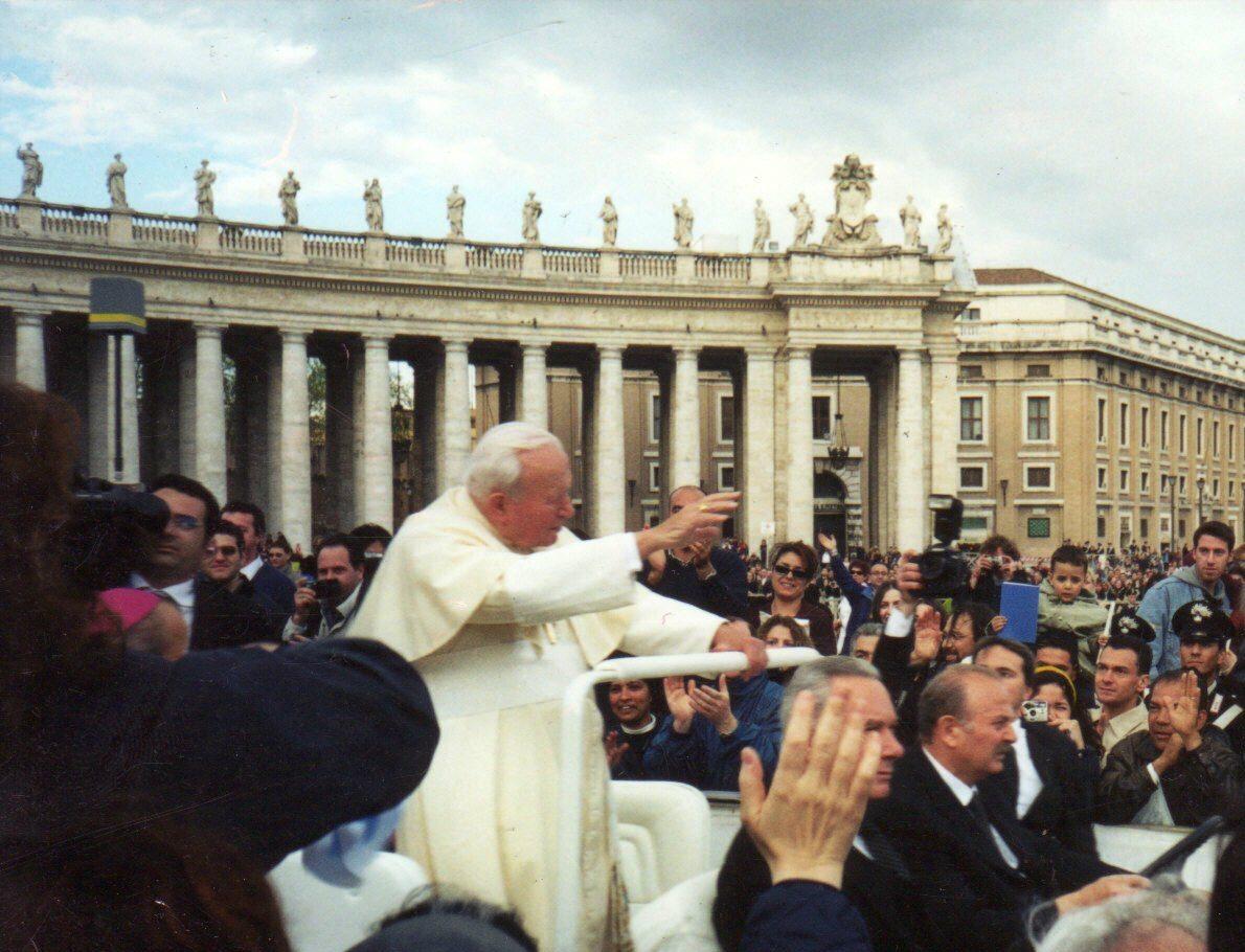 Jan Paweł II na pl. Świętego Piotra w 2000 roku