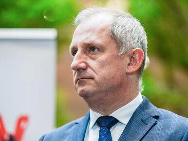 """Lech Kaczyński obok Jana Pawła II w Sejmie. Poseł PO krytykuje za """"brak..."""