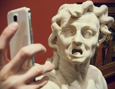 Co robią dzieła sztuki, gdy nikt nie patrzy? Selfie!