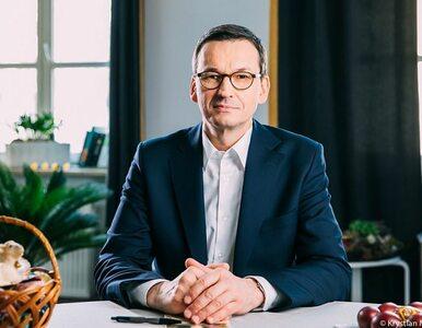 """Premier złożył życzenia i zaapelował do Polaków. """"Zostańmy w domach na..."""