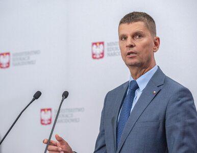 """Piontkowski mówi o """"homoseksualnej propagandzie"""" w szkołach. """"Nie ma..."""