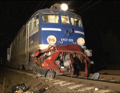 Tragiczny wypadek na przejeździe kolejowym. Pociąg zmiażdżył samochód