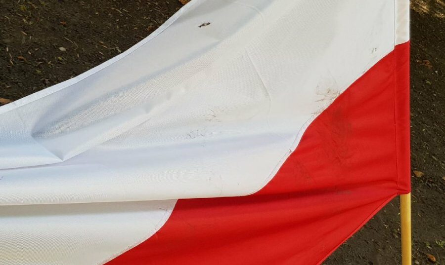Zniszczona flaga
