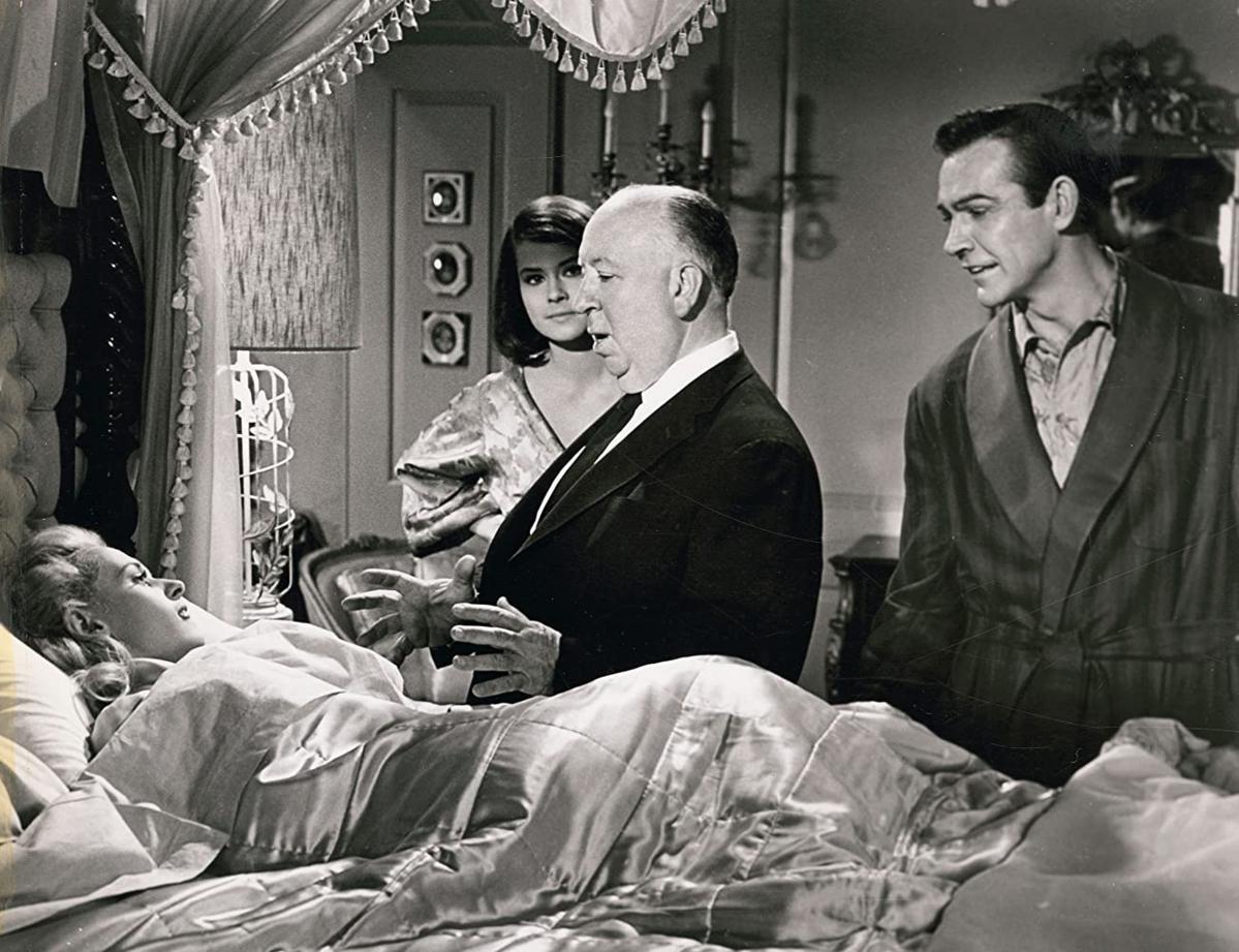 "Alfred Hitchcock, Sean Connery, Diane Baker, and Tippi Hedren na planie filmu ""Marnie"" (1964)"