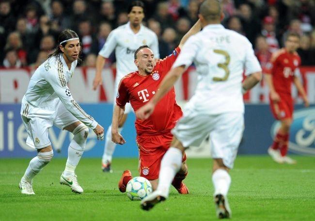 Sergio Ramos Ribery'ego nie oszczędzał (fot. EPA/MARC MUELLER/PAP)