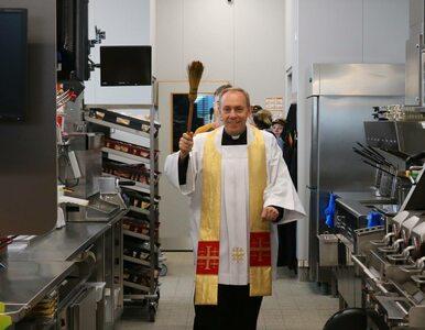 """Episkopat tłumaczy księdza błogosławiącego McDonald's. """"Chroni od złych..."""