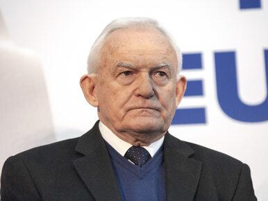"""""""You know nothing, Jarosław"""". Leszek Miller nowym plakatem nawiązał do..."""