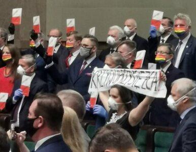 Protest opozycji na zaprzysiężeniu prezydenta Dudy. Jaskóła wytyka...