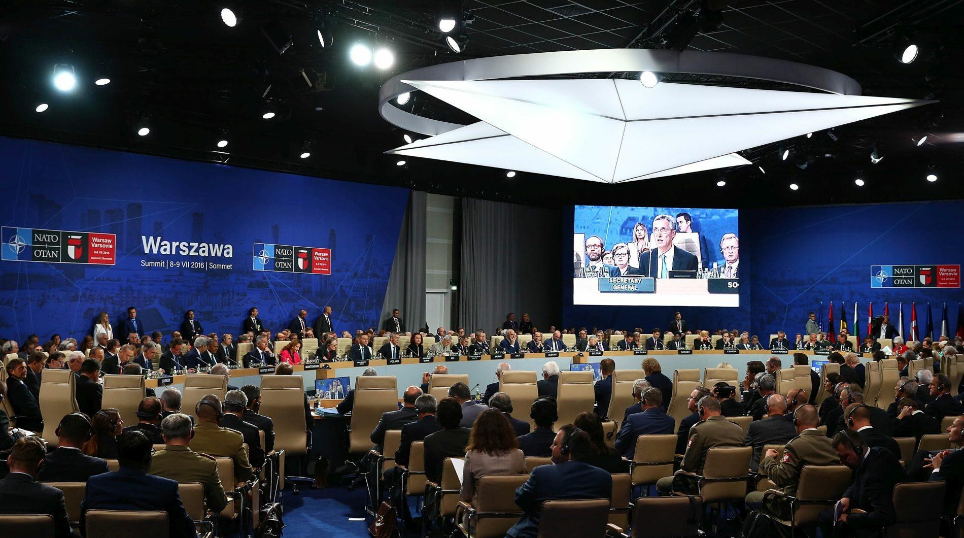 Sesja podczas szczytu NATO w Warszawie