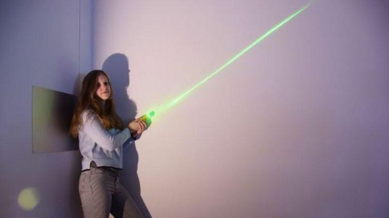 Aleksandra Fliszkiewicz opracowała miecz świetlny w ramach swojej pracy inżynierskiej