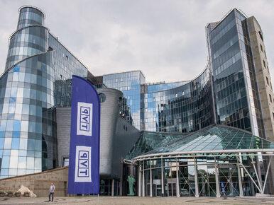 """Holenderski portal zauważył paski w TVP. """"Partia rządząca jest zawsze..."""