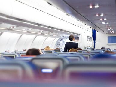 Steward ukradł pasażerom pieniądze. Później spuścił je w toalecie