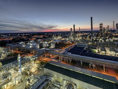 Ropa ze Zjednoczonych Emiratów Arabskich popłynie do PKN Orlen