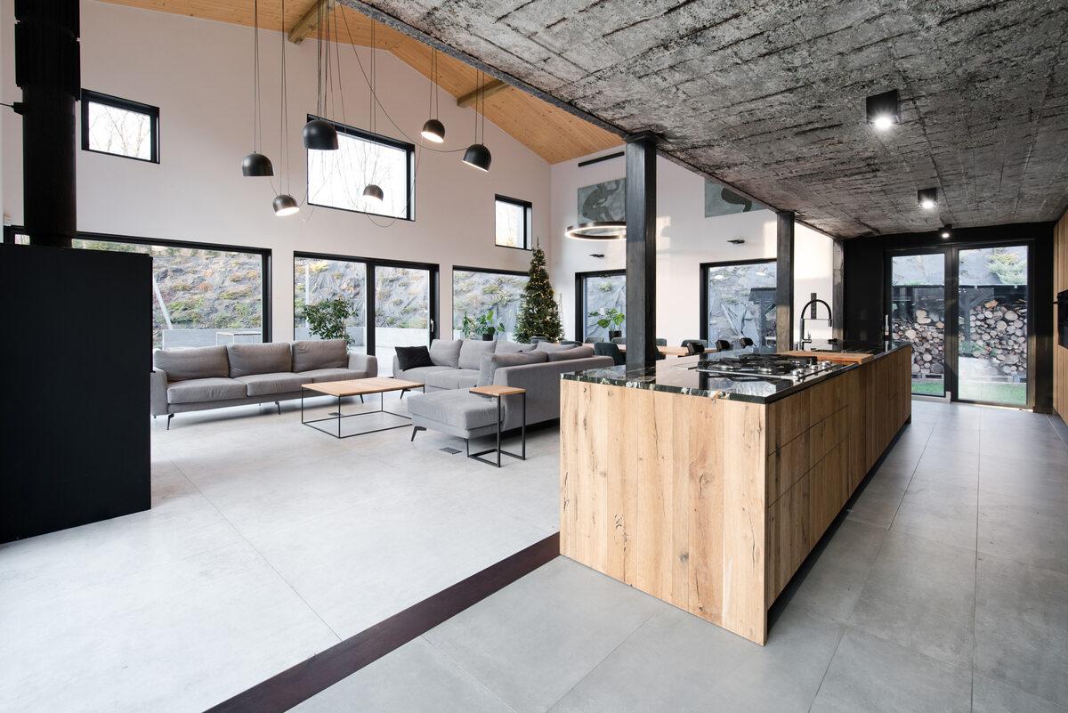 Ślonsko Chałpa Z budynków gospodarskich udało się zachować betonową konstrukcję budynku wraz z częścią cegieł i elementów stalowych.