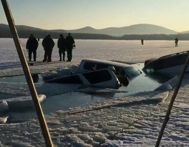 Lód zawalił się pod samochodami. 30 aut wpadło do wody