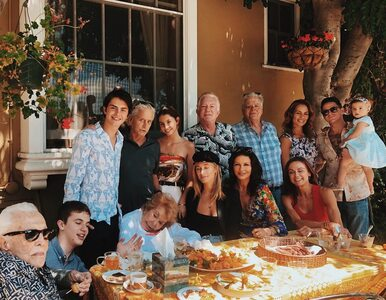 Michael Douglas i Catherine Zeta-Jones spędzili czas z rodziną. Cztery...