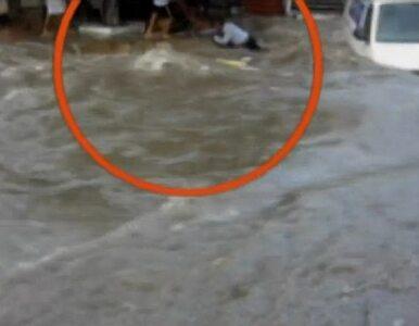 Powódź porwała samochód. Kierowca...