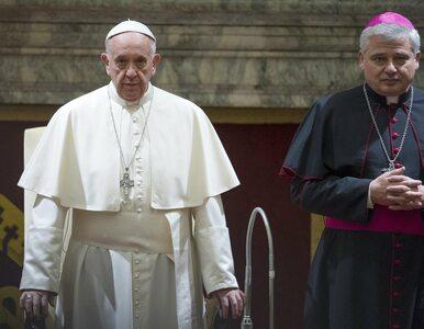 """Kardynał Konrad Krajewski nazwany """"Robin Hoodem papieża"""". Przywrócił..."""