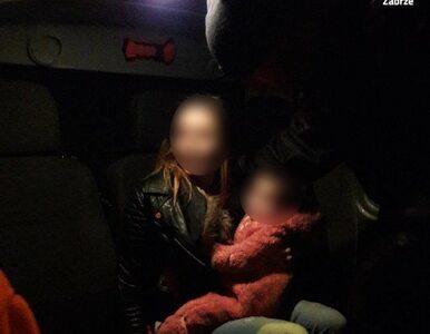 Pijana matka spacerowała z 14-miesięcznym dzieckiem i butelką wina....