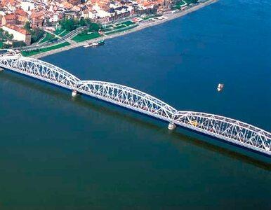 Samobójca na moście w Toruniu. Ludzie krzyczeli: skacz!