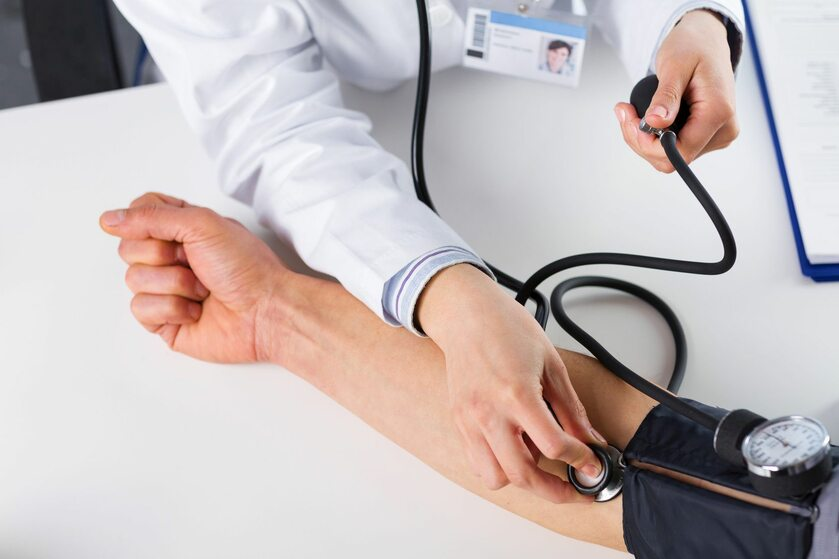 Pomiar ciśnienia krwi, zdj. ilustracyjne